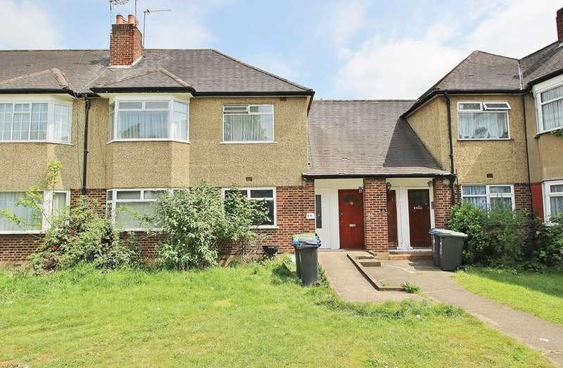 2 Bedrooms Flat for sale in Beresford Gardens, Enfield, Middlesex, EN1