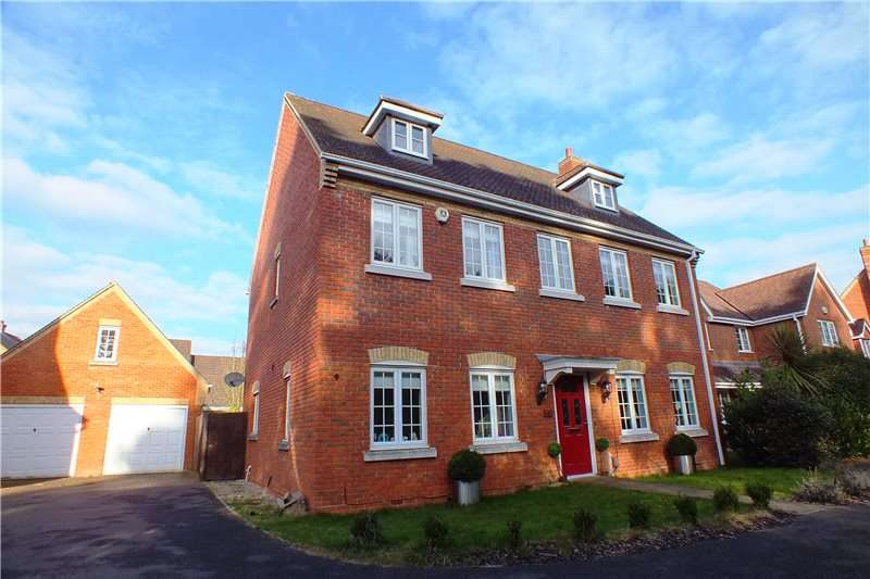 6 Bedrooms Detached House for sale in Upper Wield Drive, Fleet, Hampshire, GU51