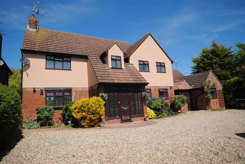 4 Bedrooms Detached House for sale in Lower Road, Colchester