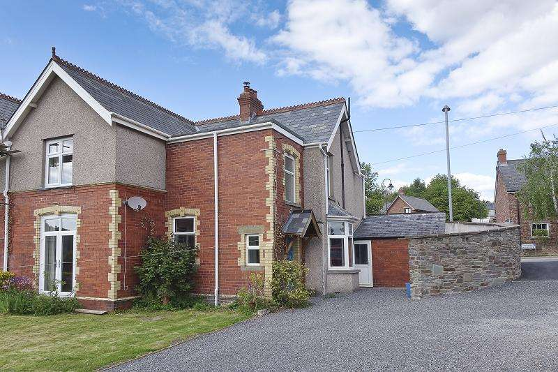 4 Bedrooms Semi Detached House for sale in Standard Street, Crickhowell, Powys.