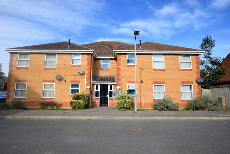 2 Bedrooms Ground Flat for sale in Langley - 1 mile to Train Station