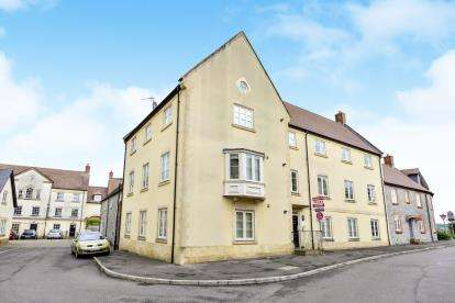 2 Bedrooms Flat for sale in Hobbs Road, Shepton Mallet, Somerset