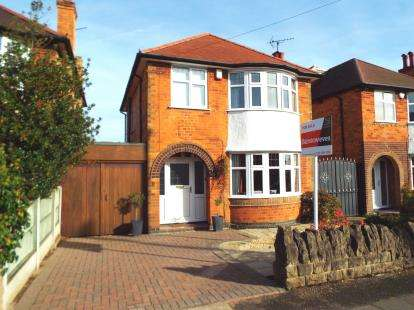3 Bedrooms Detached House for sale in Runswick Drive, Wollaton, Nottingham, Nottinghamshire