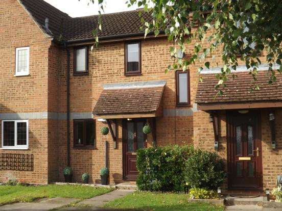 2 Bedrooms Terraced House for sale in Fleet, Hampshire