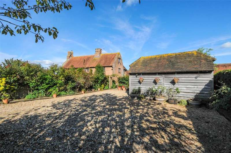 4 Bedrooms Detached House for sale in Old Place Lane, Westhampnett, Chichester, West Sussex, PO18