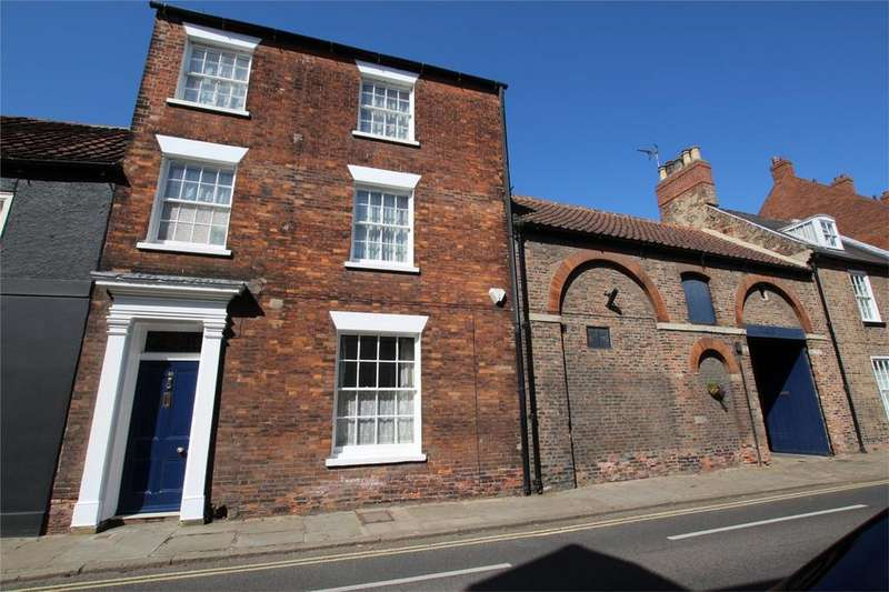 4 Bedrooms Town House for sale in Lairgate, Beverley, East Riding of Yorkshire