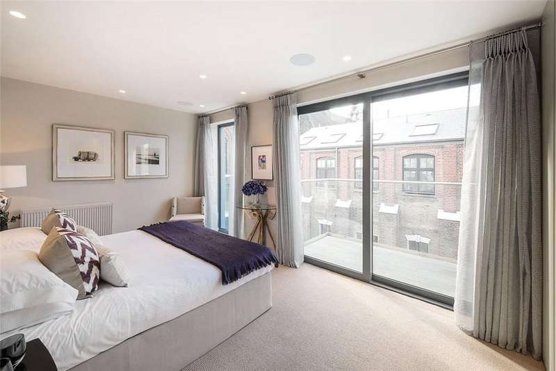 3 Bedrooms Semi Detached House for sale in Charles Baker Place, London, SW17