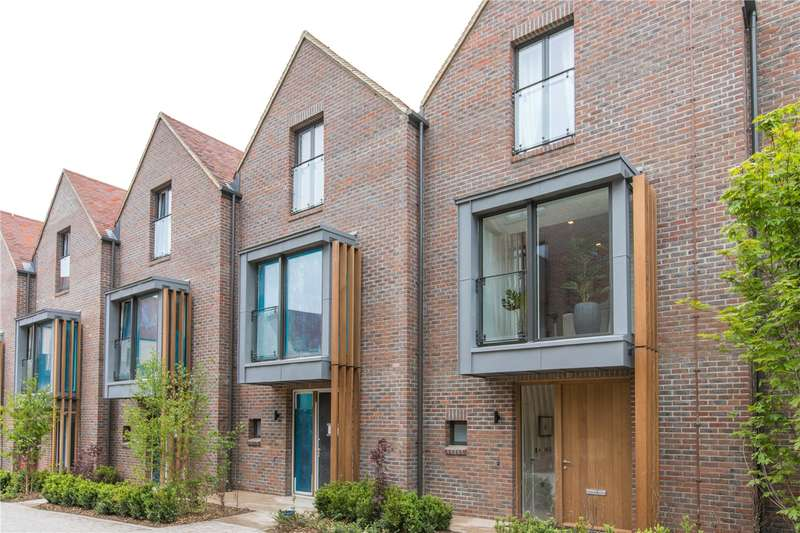3 Bedrooms Terraced House for sale in The West Houses, Woodside Square, London, N10
