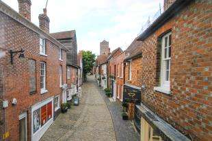 2 Bedrooms Flat for sale in Clifford House, Lombard Street, Petworth, West Sussex