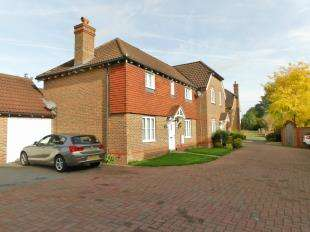 3 Bedrooms Semi Detached House for sale in Mill Stream Place, Tonbridge, Kent