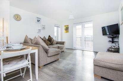 2 Bedrooms Flat for sale in Grays, Essex, .