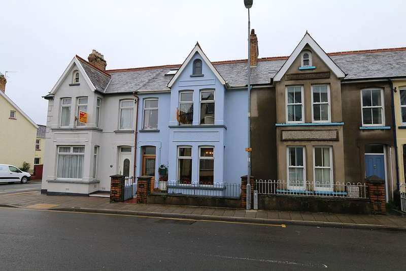 4 Bedrooms Terraced House for sale in 22, Vergam Terrace, Fishguard, Sir Benfro, SA65