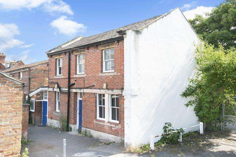 2 Bedrooms Terraced House for sale in Roundstone Street, Trowbridge