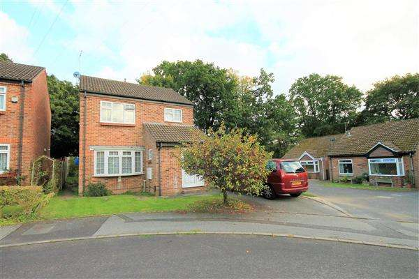4 Bedrooms Detached House for sale in Redshank Close, Poole