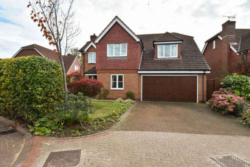 5 Bedrooms Detached House for sale in Greyfriars Drive, Bromsgrove