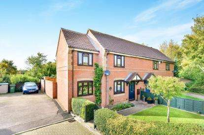 3 Bedrooms Semi Detached House for sale in Rodwell Gardens, Old Farm Park, Milton Keynes, Buckinghamshire