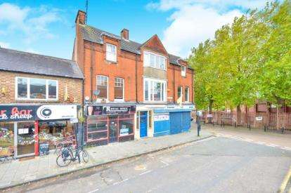 3 Bedrooms Flat for sale in The Square, Wolverton, Milton Keynes