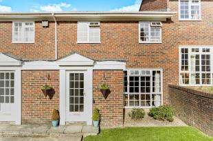 3 Bedrooms Terraced House for sale in Ridge Langley, Sanderstead, South Croydon, .