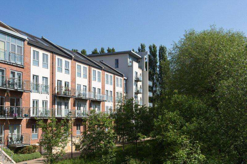 3 Bedrooms Apartment Flat for sale in Adventurers Court, Pond Garth, York, YO1