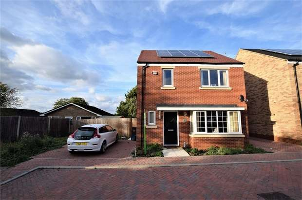 3 Bedrooms Detached House for sale in Crestwood Close, NORTHAMPTON