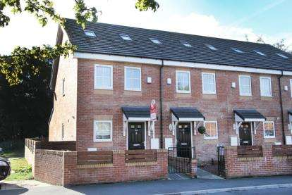 3 Bedrooms Town House for sale in Gorsey Brigg, Dronfield Woodhouse, Dronfield, Derbyshire