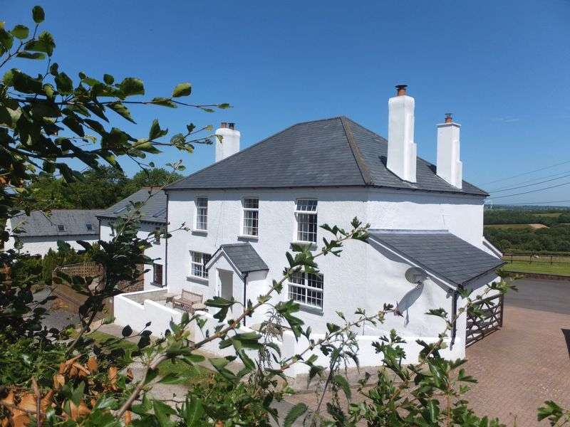 13 Bedrooms Property