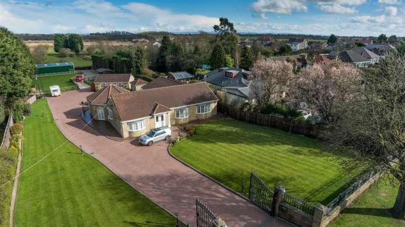 4 Bedrooms Detached Bungalow for sale in Beaumont Hill, Darlington