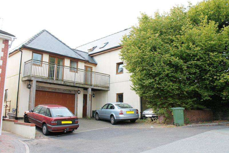 6 Bedrooms Detached House for sale in Heol Y Clun, Beddau, CF38 2RL