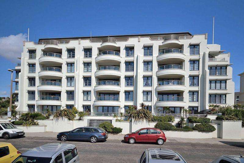 3 Bedrooms Apartment Flat for sale in Steyne Gardens, Worthing