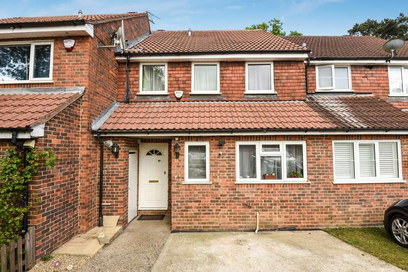 3 Bedrooms Terraced House for sale in Mallard Way, Northwood