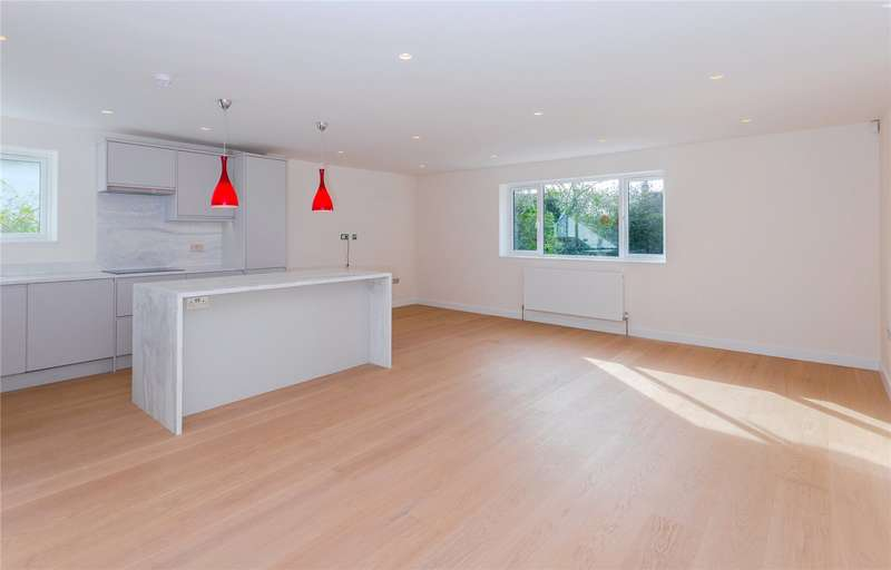 2 Bedrooms Flat for sale in Victoria Road, London, NW7