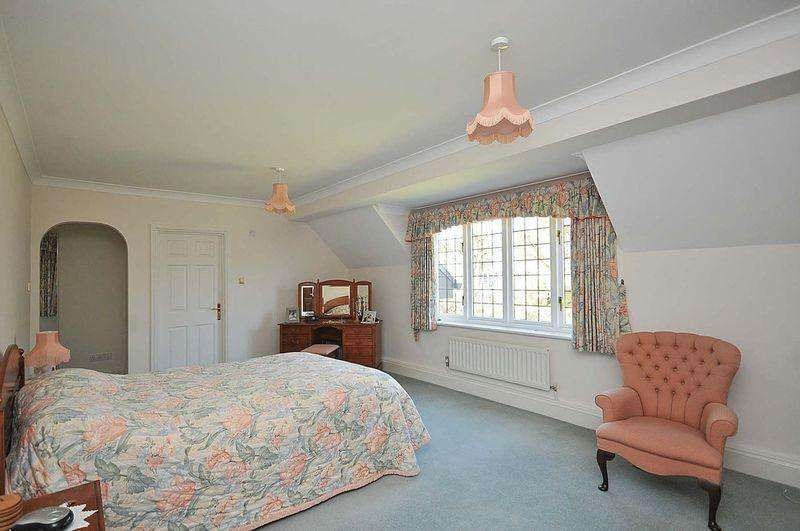 5 Bedrooms Detached House for sale in Rutherford Drive, Knutsford