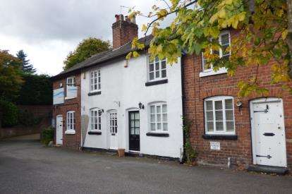 2 Bedrooms Terraced House for sale in Henry Street, Lymm, Cheshire