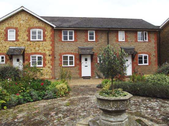 2 Bedrooms Terraced House for sale in Park Drive, Bramley, Guildford
