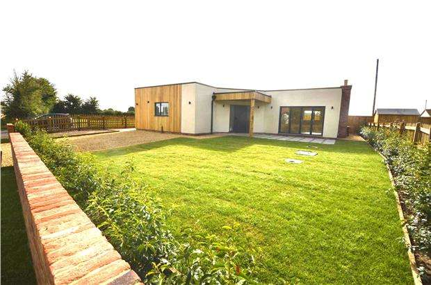 3 Bedrooms Detached Bungalow for sale in Friday Street, Arlingham, Gloucester, GL2 7JP
