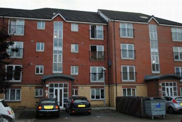 2 Bedrooms Flat for sale in Balfour Close, Kingsthorpe, Northampton NN2 6LL