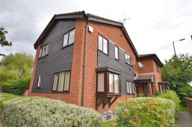 Apartment Flat for sale in Mountbatten Close, Slough
