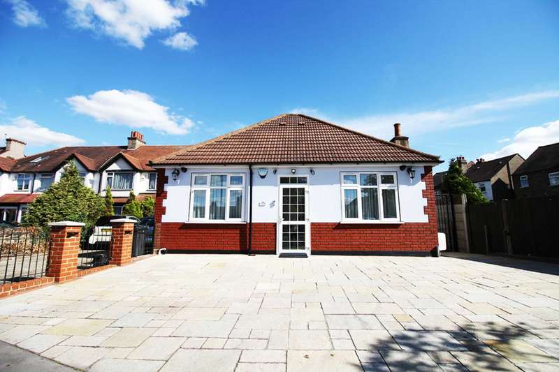 3 Bedrooms Bungalow for sale in Lodge Road, Croydon