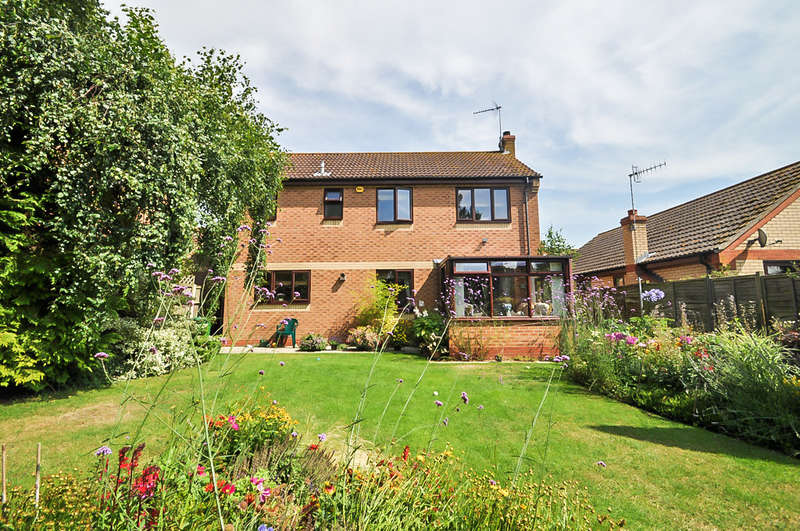 4 Bedrooms Detached House for sale in The Paddocks, Halesworth