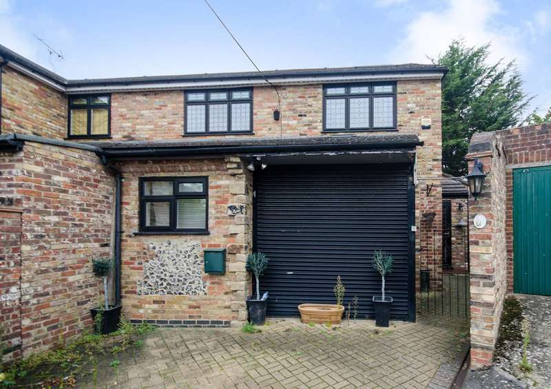 4 Bedrooms House for sale in Priory Close, Ruislip, HA4