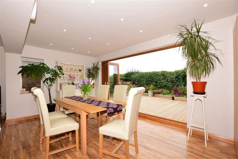 3 Bedrooms Detached Bungalow for sale in Greenhill Gardens, Minster, Ramsgate, Kent