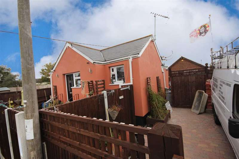2 Bedrooms Bungalow for sale in Hillman Avenue, Jaywick