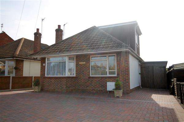 3 Bedrooms Chalet House for sale in St Johns Road, Great Clacton