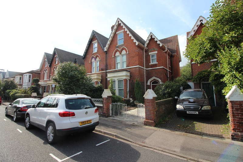 6 Bedrooms Semi Detached House for sale in St. Davids Road, Southsea
