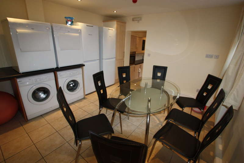 7 Bedrooms Terraced House for rent in 210 Heeley Road, Selly Oak, B29