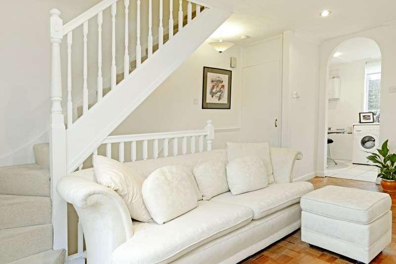 2 Bedrooms Apartment Flat for rent in California Lane Bushey Heath WD23