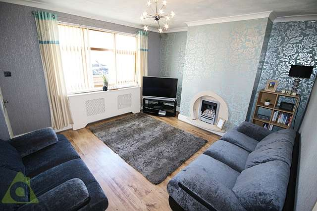 2 Bedrooms Semi Detached House for sale in Oak Avenue, Cadishead, M44 5DF