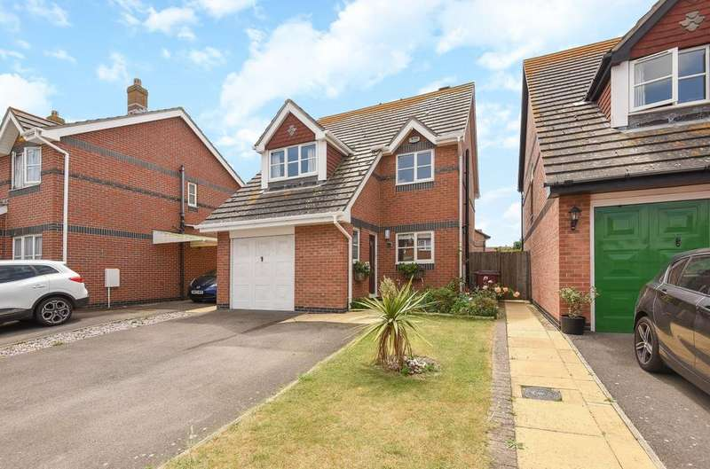 3 Bedrooms Detached House for sale in Elcombe Close, Bracklesham Bay, PO20