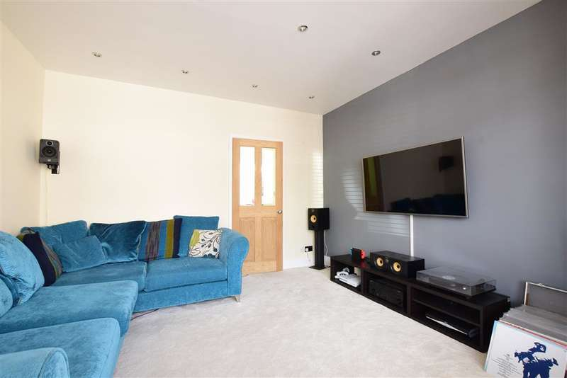 3 Bedrooms Semi Detached House for sale in Chelmsford Road, Portsmouth, Hampshire