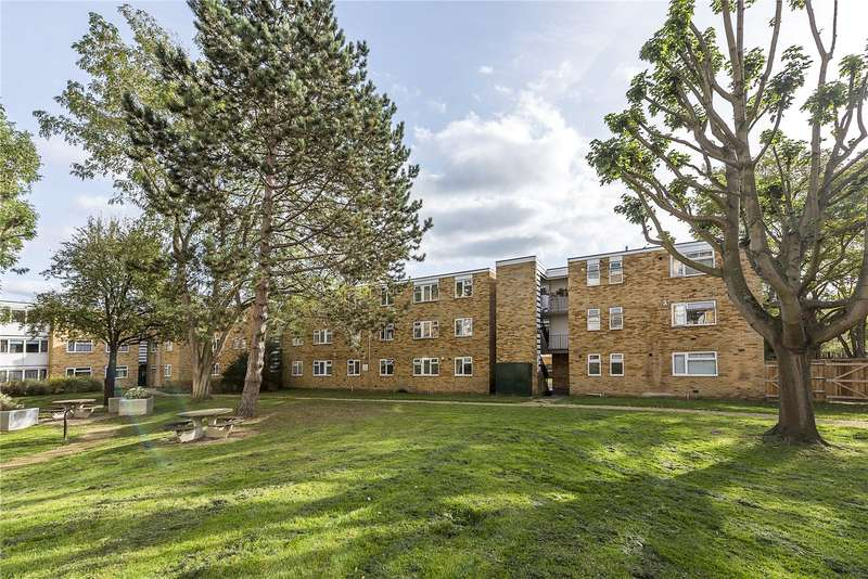 2 Bedrooms Flat for sale in Traherne Lodge, 64 Walpole Road, Teddington, TW11